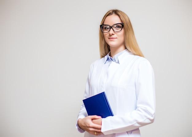 Lunettes documents médecine profession féminine joyeux