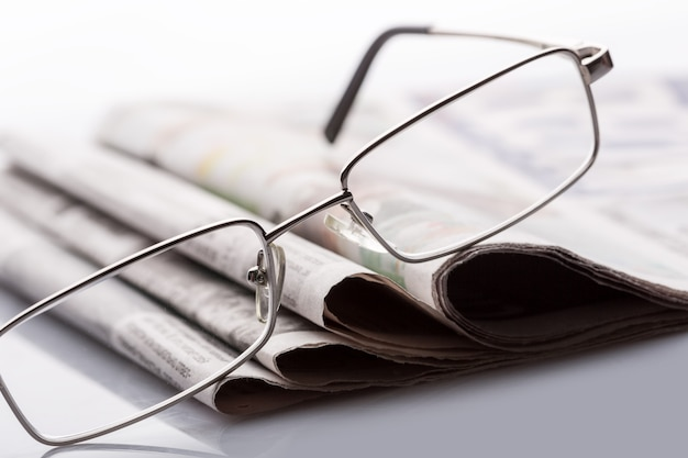 Lunettes sur les journaux