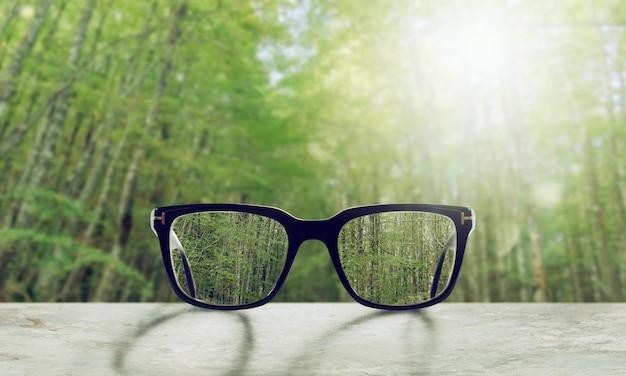 Des lunettes qui ajustent correctement la vue de floue à nette