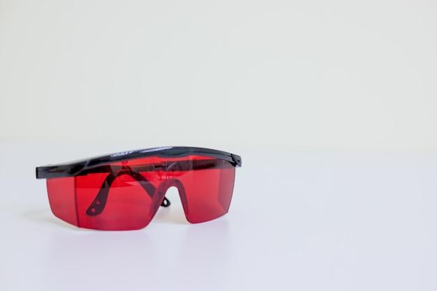 Lunettes de sécurité isolées. lunettes de protection des dentistes
