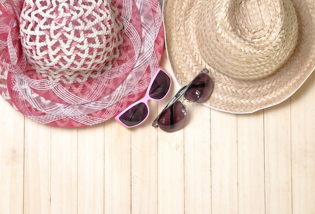 Lunettes de soleil, chapeau, concept de vacances d'été