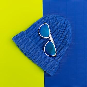 Lunettes de soleil et chapeau de mode. accessoires de style urbain