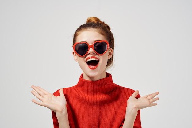 Lunettes de soleil de style moderne femme à la mode fond isolé
