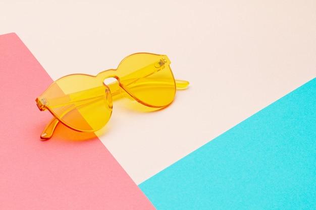 Lunettes de soleil transparentes colorées tendance