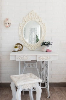 Luxueuse table de toilette blanche