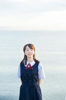 Lycéenne au bord de la mer
