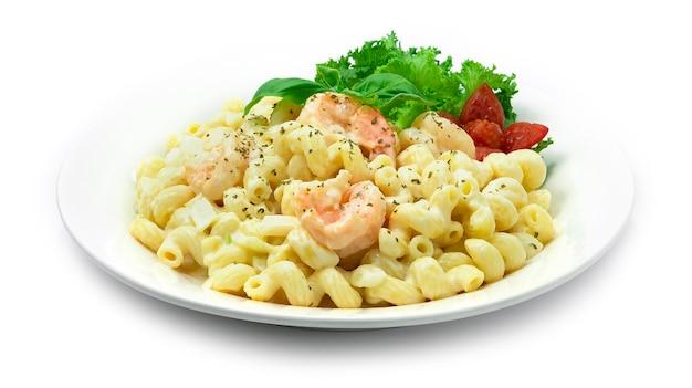 Macaroni aux crevettes avec sauce crémeuse blanche
