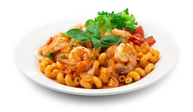 Macaroni aux crevettes avec sauce tomate