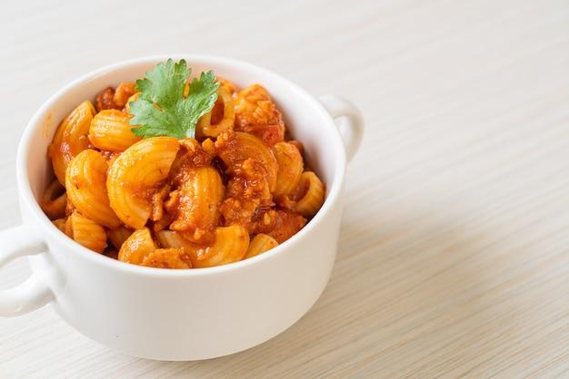 Macaroni à la sauce tomate et porc haché, chop suey américain, goulasch américain