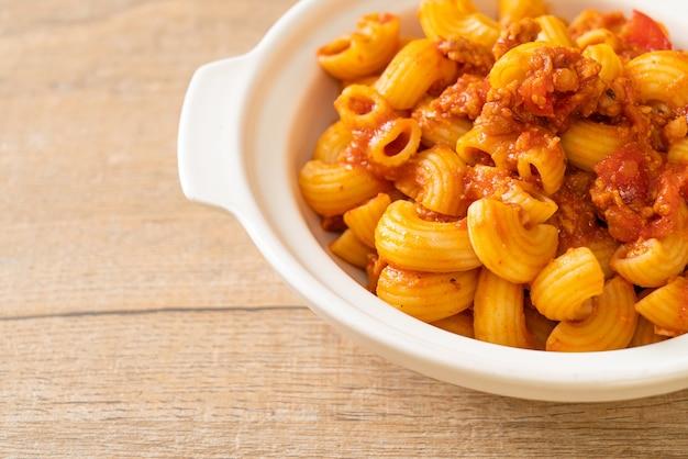 Macaroni sauce tomate et porc haché, chop suey américain, goulash américain