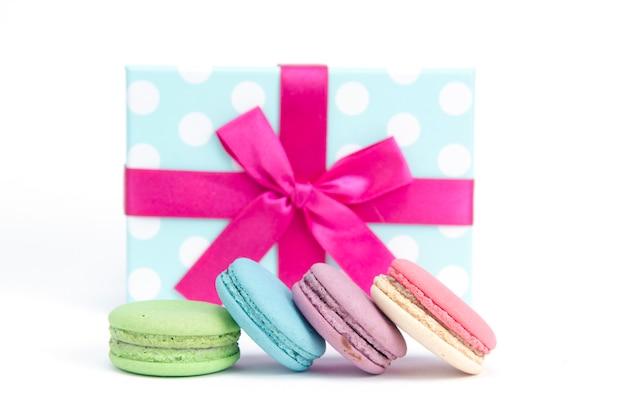Macarons et coffret cadeau