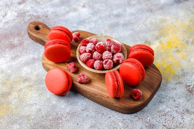 Macarons à la framboise.