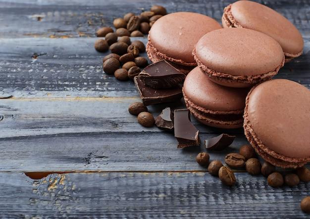 Macarons français avec grains de café