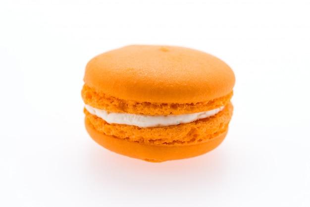 Macarons isolés sur blanc