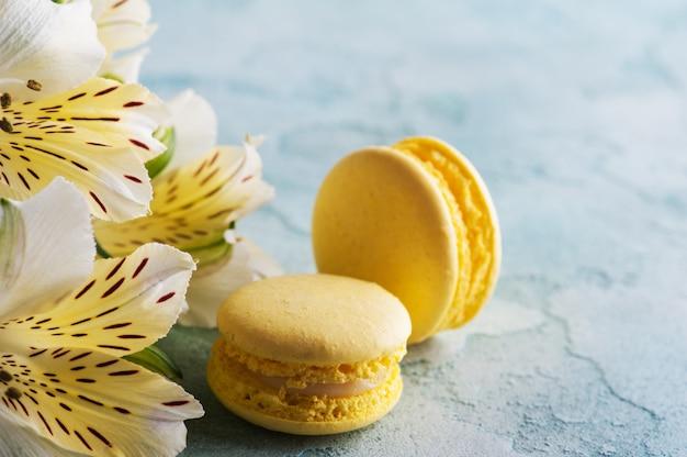 Macarons jaunes et roses