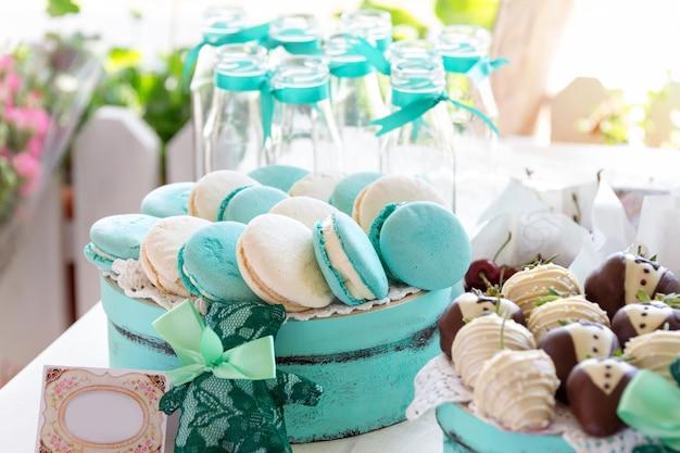 Macarons turquoise. gâteaux de mariage et déserts