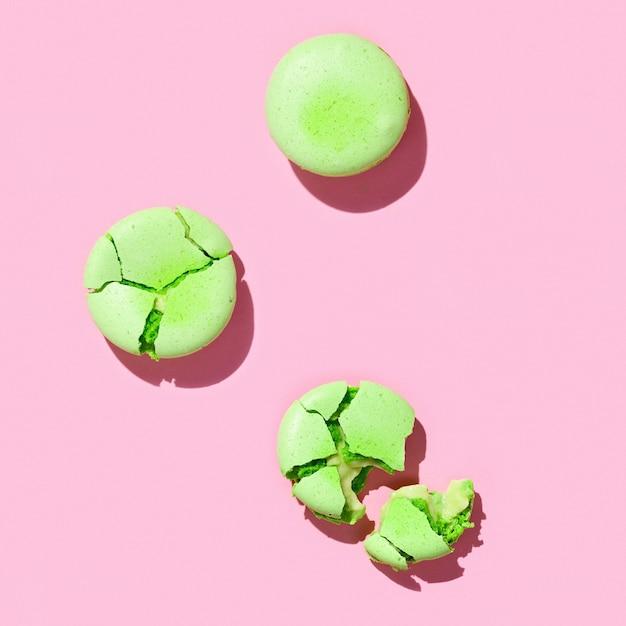 Macarons verts sur couleur rose
