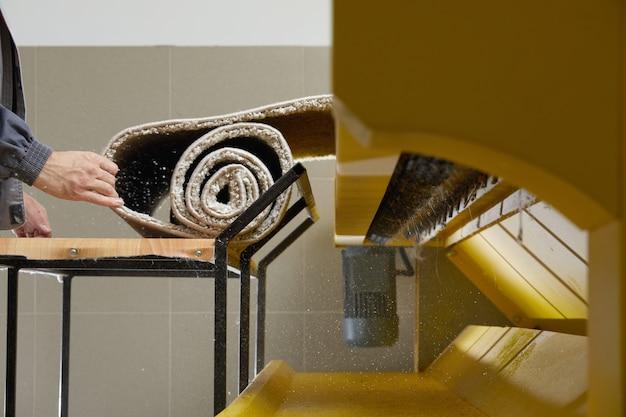 Machine automatique et équipement pour le lavage des tapis et le nettoyage à sec