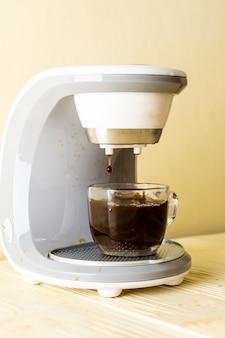Machine à café faisant du café