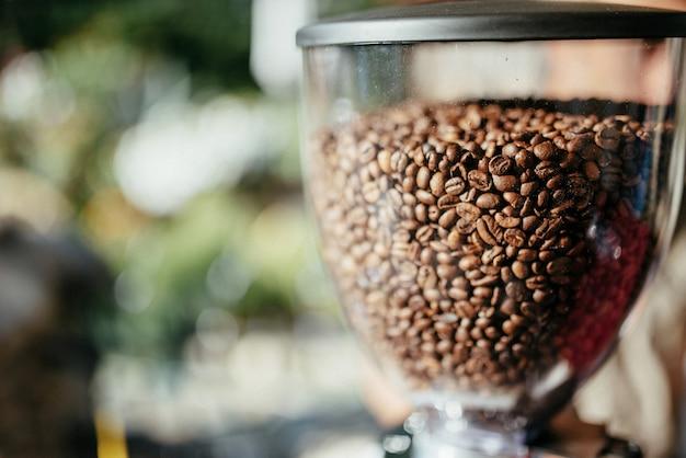 Machine à café à grains parfumés à l'extérieur