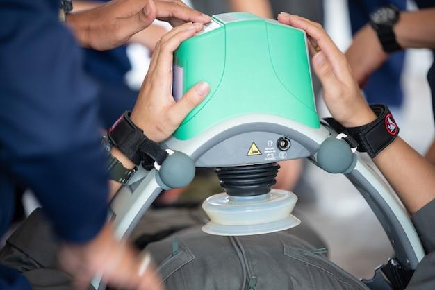 Machine de compression automatique soins de santé concept rcp