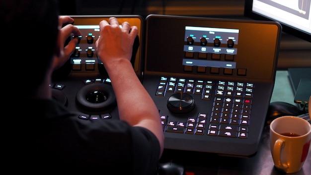 Machine de contrôle de télécinéma pour éditer ou ajuster la couleur sur un film vidéo numérique