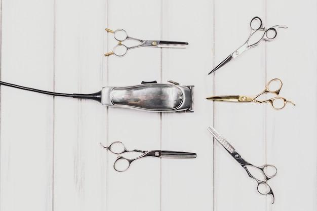 Machine à couper les cheveux et ciseaux