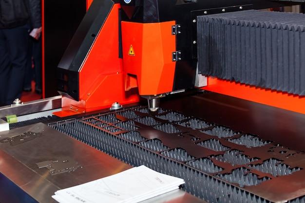 Machine de découpe laser pour tôles