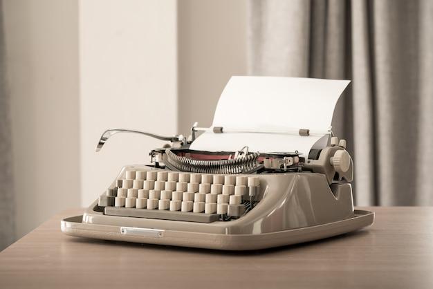 Machine à écrire de style rétro en studio