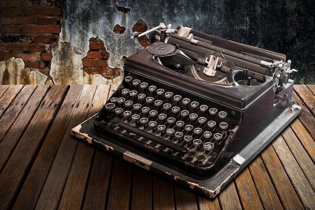 Machine à écrire vintage sur table