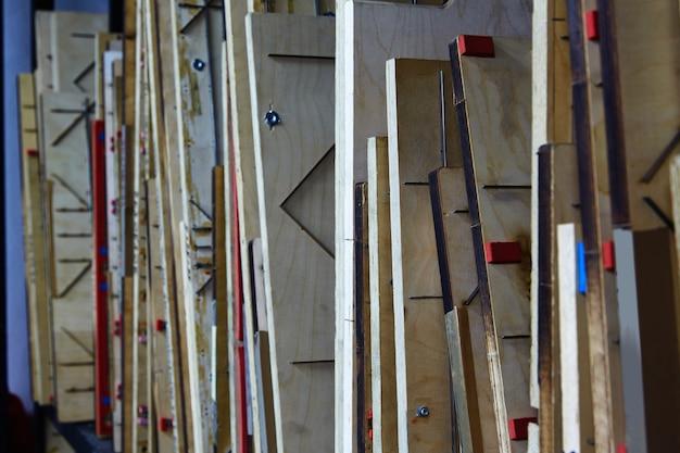 Machine à papier à perforer les teintures en bois