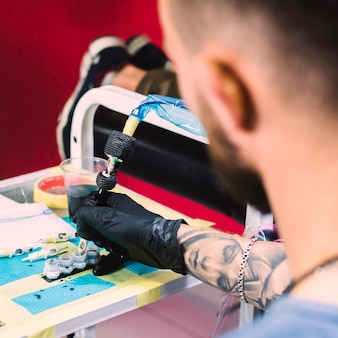 Machine de remplissage de maître de tatouage avec de l'encre