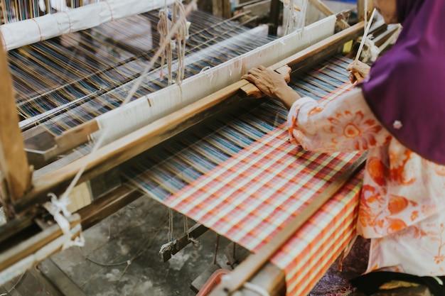 Machine à tisser - pour tisser de la soie thaïlandaise traditionnelle.