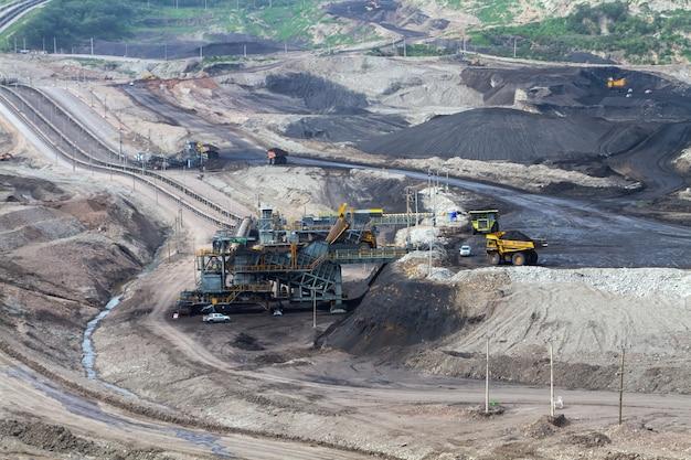 La machine travaille dans les mines