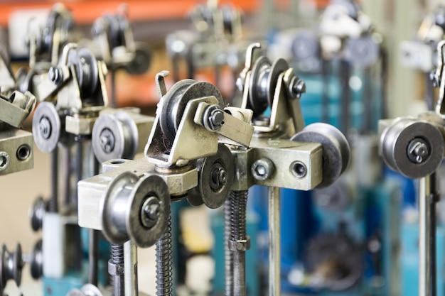 Machine à Tresser Moderne. éléments Du Mécanisme De La Machine à Tresser Photo Premium