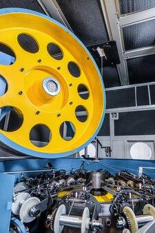 Machine à tresser verticale. equipement pour la fabrication de tressage métallique.