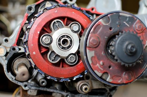 Machines à cogwheels, gros plan d'un moteur automobile exposé