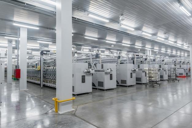 Machines et équipements dans l'atelier pour la production de fil textile industriel usine