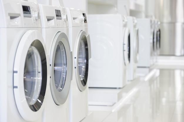 Machines à laver dans le magasin d'appareils