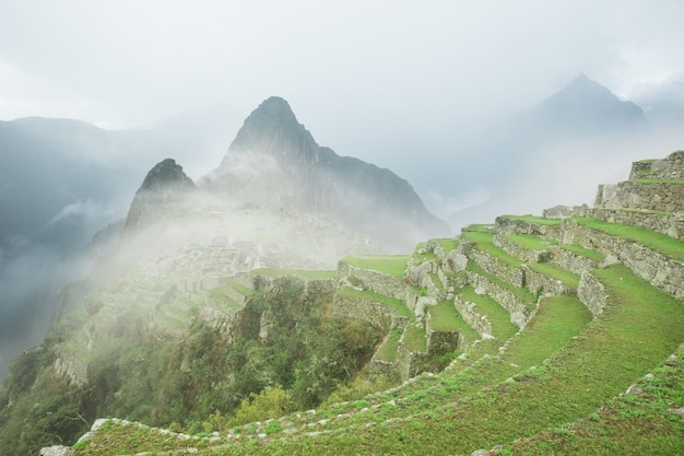 Machu picchu avec brouillard