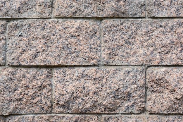 Maçonnerie de granit sur le mur d'un immeuble résidentiel