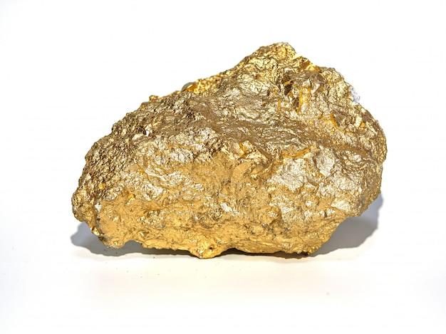 Macro gold minerai dans le rocher, pierre précieuse