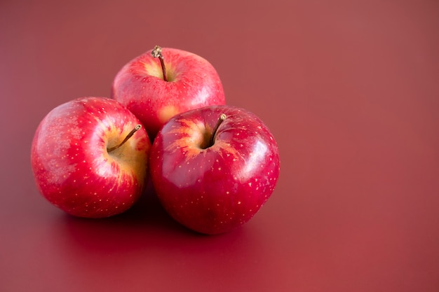 Macro de pommes de gala rouge