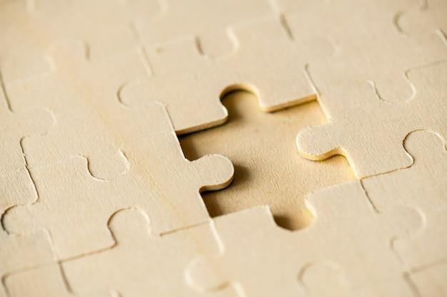 Macro shot jigsaw puzzle concept de solution manquante