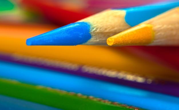 Macrophotographie aux crayons de couleur pointus, gros plan