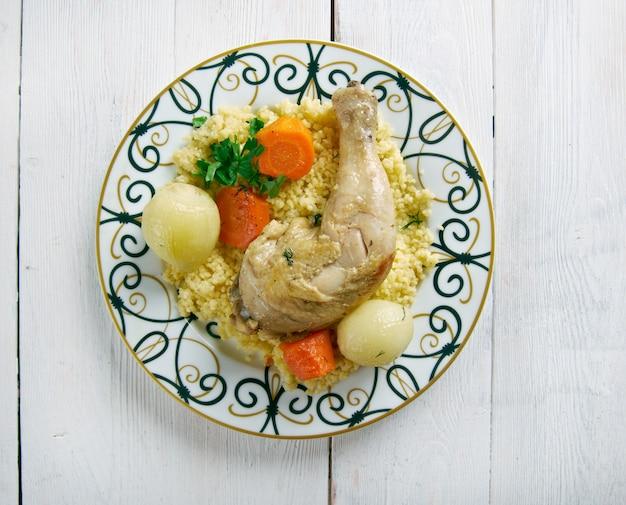 Maftul - couscous au poulet dans le palestinien