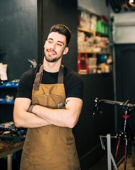 Magasin de vélos avec vendeur