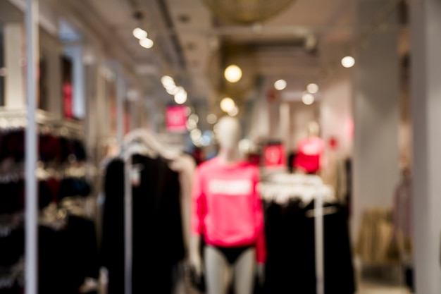 Magasin de vêtements avec un effet flou