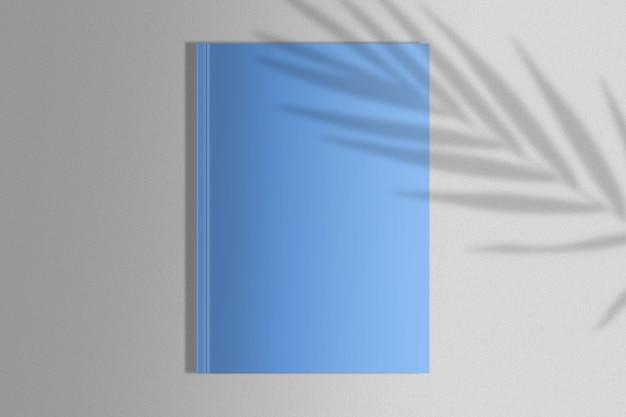 Magazine bleu avec ombre de paume
