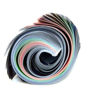 Magazine enroulé sur blanc